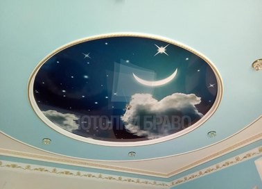 Голубой натяжной потолок со вставкой ночного неба НП-562