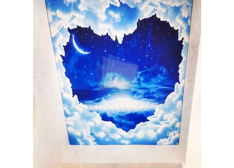 Матовый натяжной потолок с рисунком неба в форме сердца НП-587