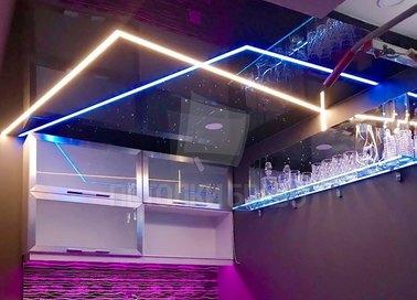 Современный фиолетовый натяжной потолок для квартиры-студии НП-605