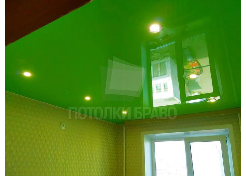 Ядовито-зеленый глянцевый натяжной потолок НП-613