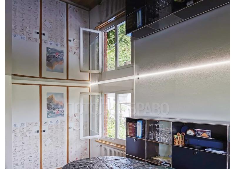 Черный глянцевый зеркальный натяжной потолок НП-617