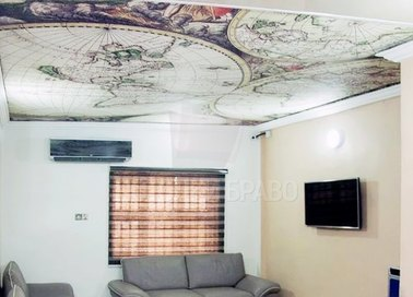 Матовый натяжной потолок с рисунком глобусов НП-625