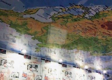 Матовый натяжной потолок с рисунком карты мира НП-627