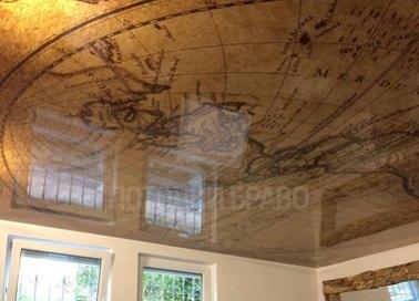 Зеркальный натяжной потолок с изображением глобуса НП-629