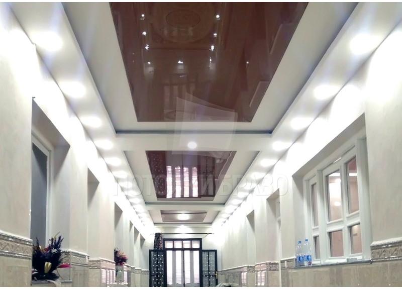 Сложный красно-белый натяжной потолок для коридора НП-635 - фото 2
