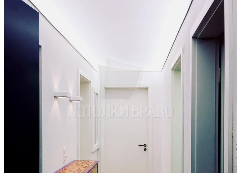Строгий светящийся матовый натяжной потолок для квартиры НП-638
