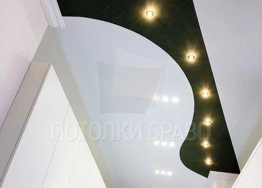 Черно-белый матовый натяжной потолок для коридора НП-642