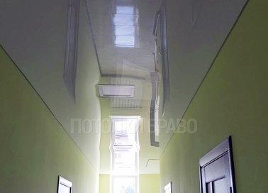 Зеркальный глянцевый натяжной потолок для коридора НП-649