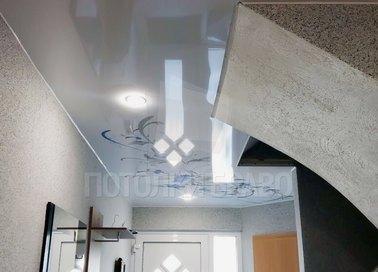 Глянцевый натяжной потолок для кирпичного дома НП-650
