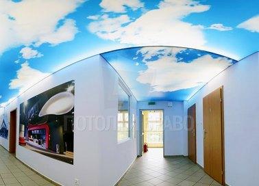 Глянцевый натяжной потолок голубым небом для офиса НП-656 - фото 2