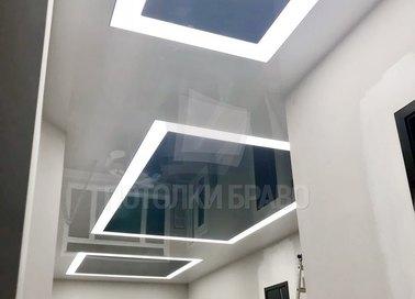 Глянцевый-матовый натяжной потолок с квадратами в коридор НП-661