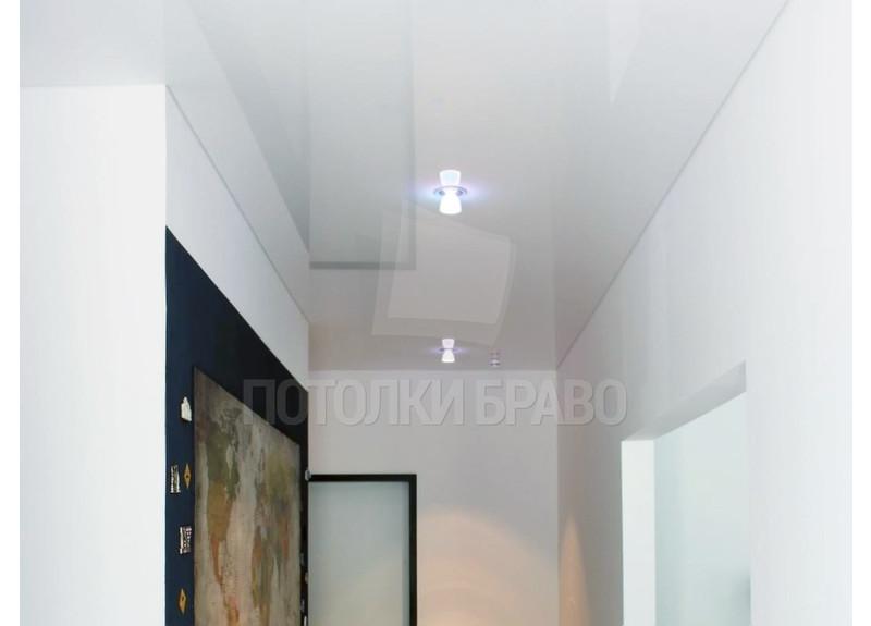 Глянцевый белый натяжной потолок для коридора НП-662