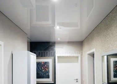 Классический глянцевый натяжной потолок с освещением НП-675 - фото 2
