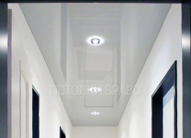 Строгий белый натяжной потолок для коридора НП-681