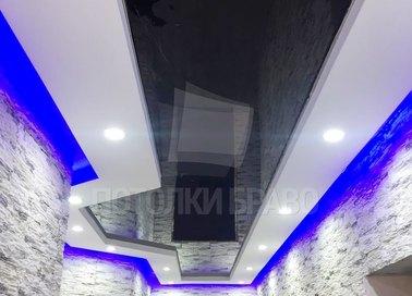 Черно-белый натяжной потолок с синей подсветкой НП-689