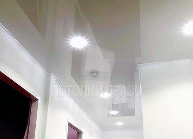 Г-образный глянцевый натяжной потолок НП-691