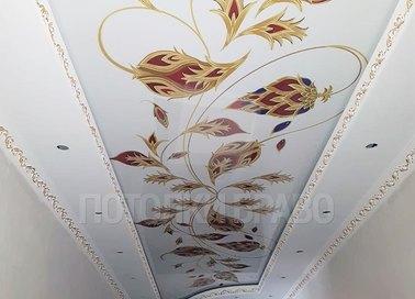 Матовый натяжной потолок с узором цветов для коридора НП-706