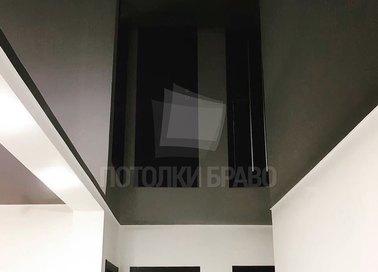 Черный глянцевый натяжной потолок для коридора НП-708
