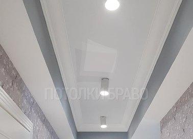 Белый матовый натяжной потолок с светильниками НП-1751