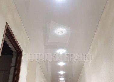 Белый сатиновый натяжной потолок с точечной подсветкой НП-1751