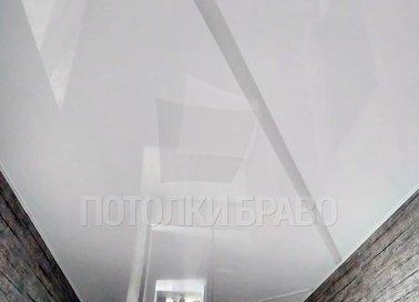Серый глянцевый натяжной потолок с Z-образной подсветкой НП-719 - фото 2