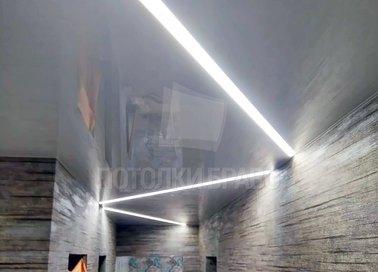 Серый глянцевый натяжной потолок с Z-образной подсветкой НП-719