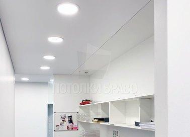 Белый сатиновый натяжной потолок с подсветкой для коридора НП-721 - фото 2
