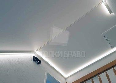 Белый натяжной потолок под углом для коридора НП-983