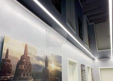 Черный глянцевый натяжной потолок с подсветкой для коридора НП-725 - фото 3