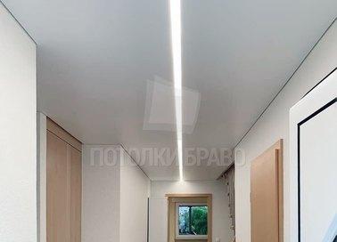 Матовый натяжной потолок с подсветкой посередине НП-732