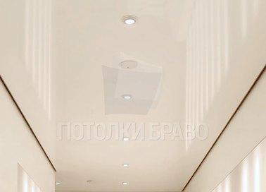 Глянцевый бежевый натяжной потолок НП-740
