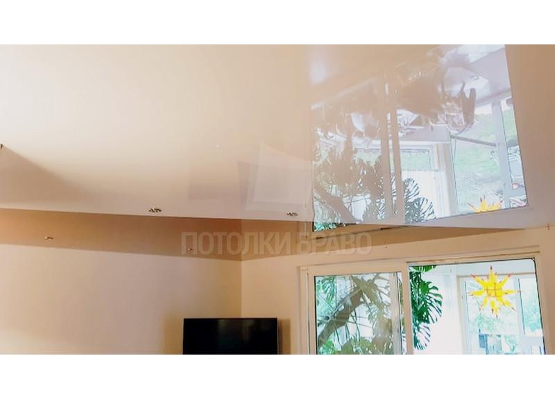Бежевый глянцевый натяжной потолок НП-748 - фото 2