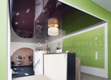 Фиолетовый глянцевый натяжной потолок для жилой комнаты НП-753