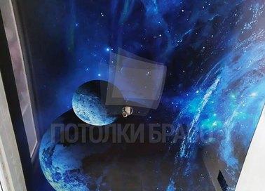 Синий глянцевый натяжной потолок с изображением космоса НП-760