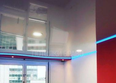 Глянцевый натяжной потолок с синей подсветкой НП-770 - фото 2