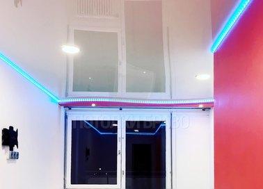Глянцевый натяжной потолок с синей подсветкой НП-770