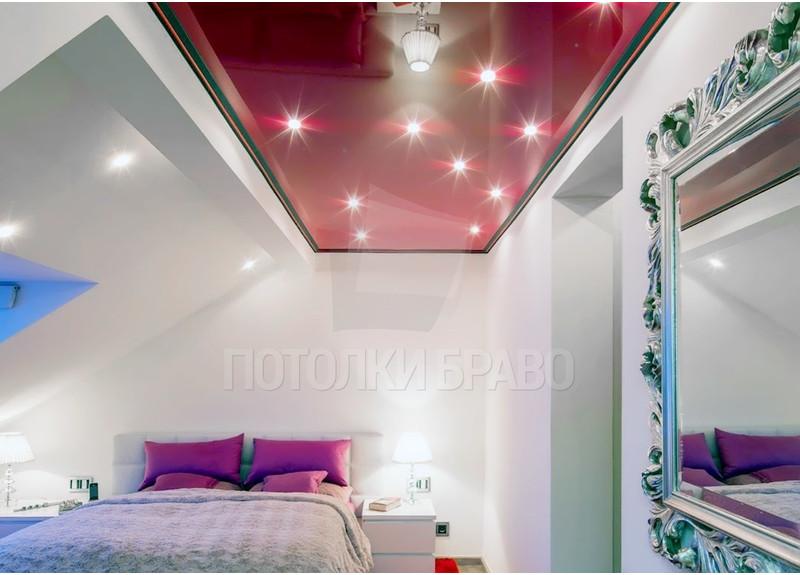 Красный глянцевый натяжной потолок для мансарды НП-771