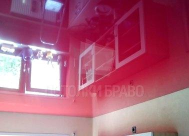 Красный глянцевый натяжной потолок для кухни НП-778