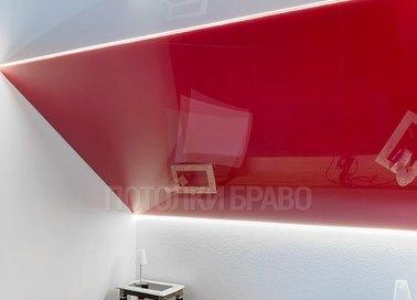 Косой красный натяжной потолок НП-779