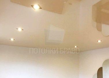 Молочный натяжной потолок со светильниками НП-802