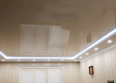 Бежевый глянцевый натяжной потолок с диодными лентами НП-804 - фото 3