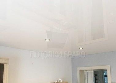 Глянцевый бежевый натяжной потолок со светильниками НП-808 - фото 2