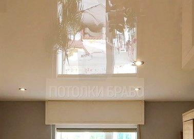Глянцевый бежевый натяжной потолок со светильниками НП-808 - фото 4