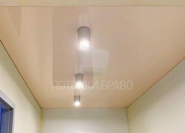 Бежевый матовый натяжной потолок со светильниками НП-809