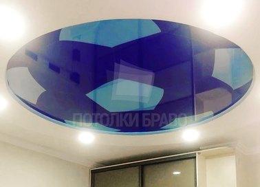 Белый матовый натяжной потолок с геометрической вставкой НП-812