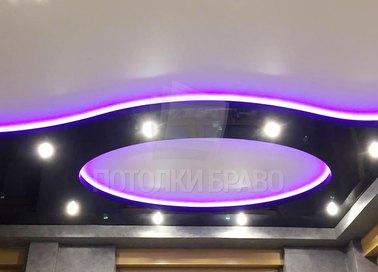 Черно-белый натяжной потолок с фиолетовой подсветкой НП-827