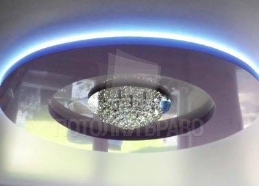 Серый натяжной потолок с круглой голубой подсветкой НП-830