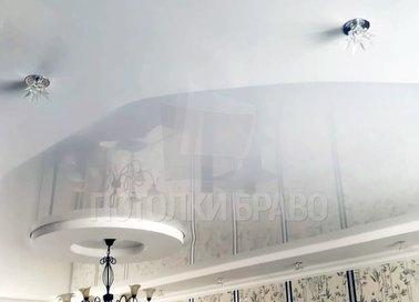 Сложный натяжной потолок с красивой люстрой НП-838