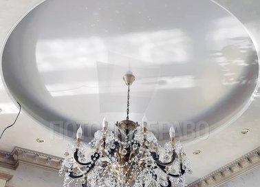 Матовый натяжной потолок с роскошной люстрой НП-842