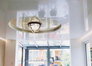 Глянцевый натяжной потолок в Дворцовом стиле и подсветкой НП-844 - фото 2